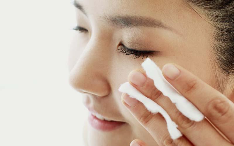 استفاده از میسلار واتر روی پوست صورت