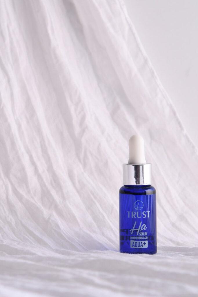 ترکیبات مؤثره سرم آبرسان هیالورونیک اسید تراست