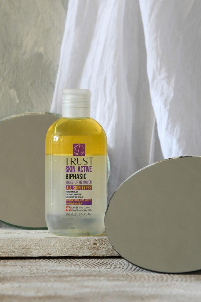 تاثیر اوره در محلول پاک کننده آرایش دوفازی تراست